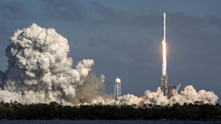 "Экипажу SpaceX не хватит ""кроватей"" на МКС"