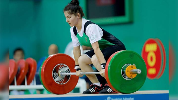 Штангистка из Туркменистана Джумабаева поставила рекорд