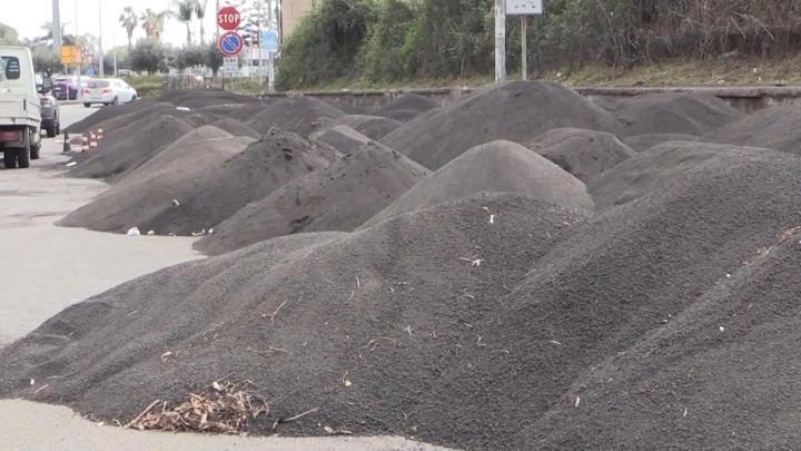 """Шесть килограммов на """"квадрат"""": сицилийские улицы засыпало пеплом и камнями"""