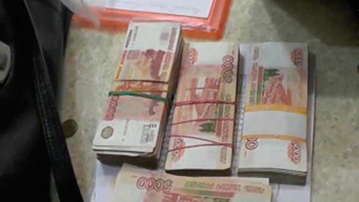 """В Петербурге проходят обыски по делу о присвоении """"дорожных"""" денег"""