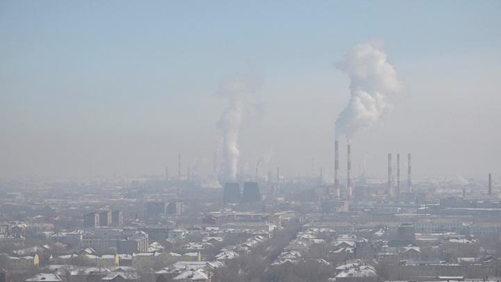 Жители Орска жалуются на густой смог и неприятный запах