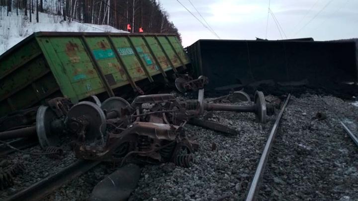 В Челябинской области с рельсов сошли 17 вагонов с углём