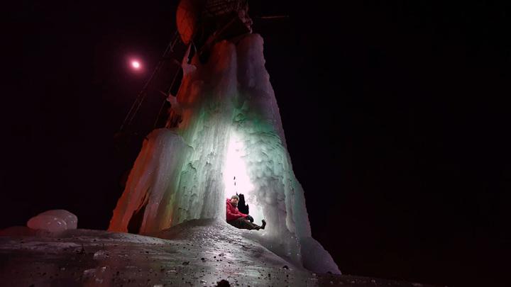 Сказочный ледяной грот нашла под Воронежем компания экстремалов