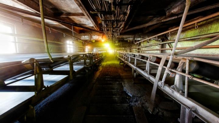 На руднике в Приморье оказались заблокированы два горняка