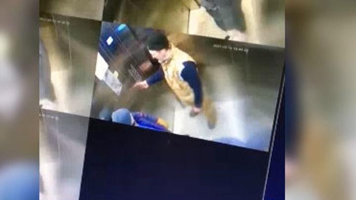 Личность мужчины, избившего ребенка в лифте, установлена