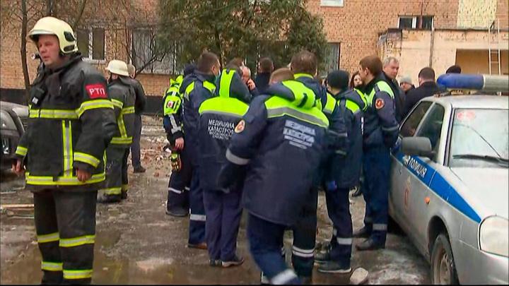 Пожарные ликвидировали возгорание в гаражах на северо-востоке Москвы