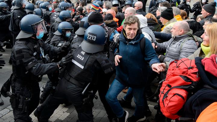 """Сотрудник """"Sputnik Германия"""" пострадал от действий немецкой полиции"""