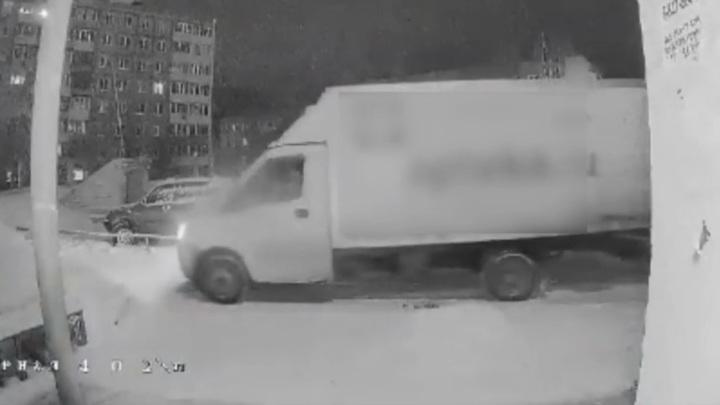 Серийных похитителей крышек канализационных люков задержали в Саратове