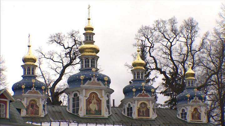 Настенах Успенского собора Псково-Печерского монастыря обнаружены росписи XVIII века