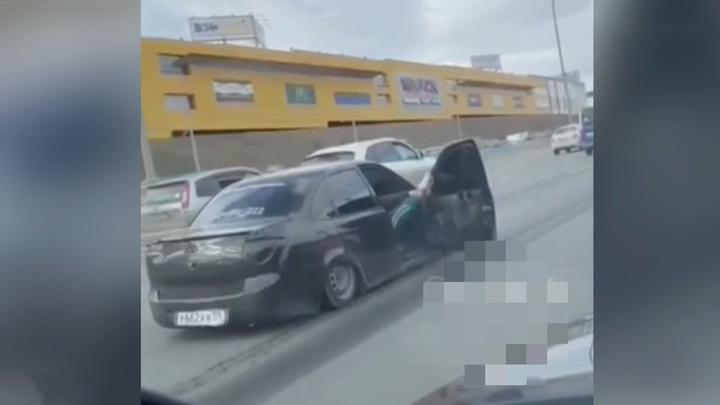 """Полицейские ищут водителей, устроивших """"танцы"""" на трассе"""