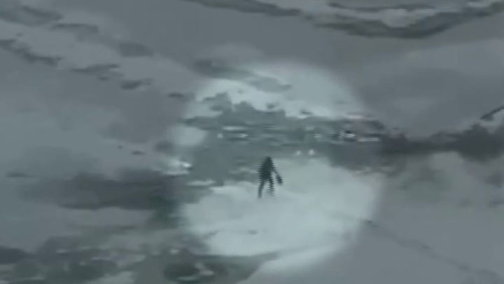 В Екатеринбурге мужчина провалился под лед в городском пруду