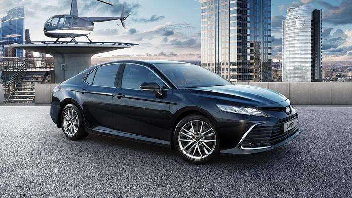 Toyota объявила цену обновленной Camry для России