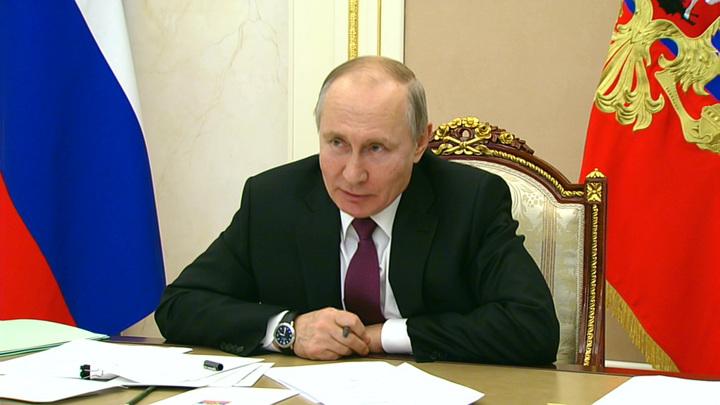 Путин поздравил всех представителей творческих профессий России с Днем работника культуры