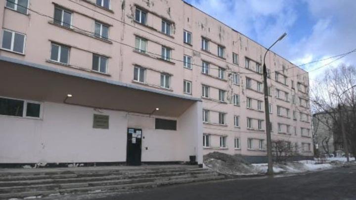 В студенческом общежитии на Сахалине нашли тела двух парней
