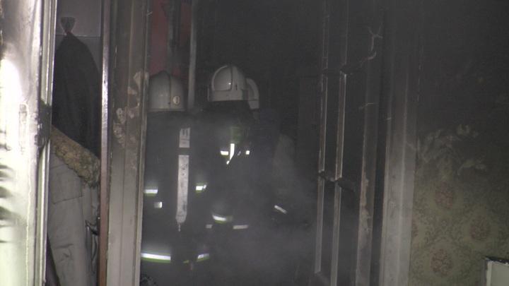 Из горящего дома в Оленегорске спасли шесть человек