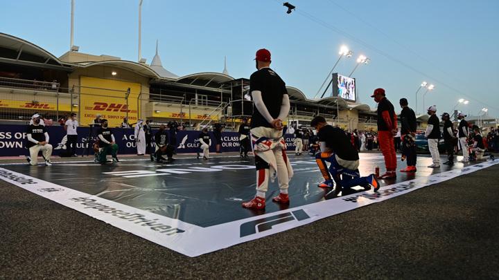 "BLM на ""Формуле-1"": 10 гонщиков не преклонили колено"