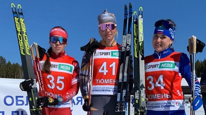Лыжница Татьяна Сорина (в центре)