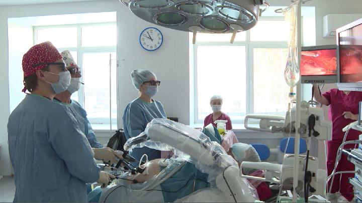 Робот Соло стал ассистентом уральских хирургов