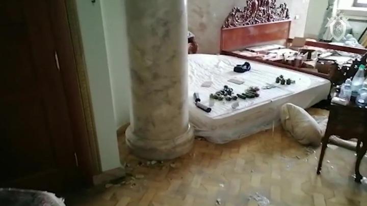 СК изъял 29 автоматов и свыше 100 тысяч патронов из дома стрелка из Вешек