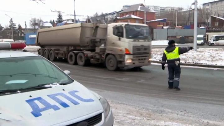 На иркутских дорогах ввели временный запрет на движение большегрузов