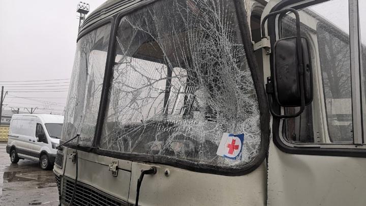 В аварии с автобусом в Туле пострадали сотрудники психбольницы
