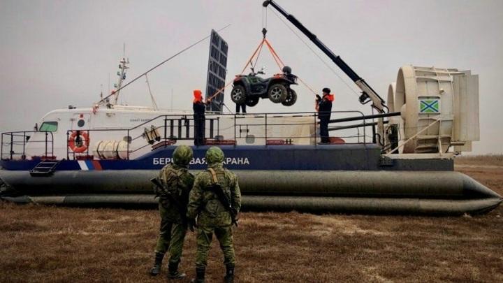 Крымские пограничники получили на вооружение новый катер-амфибию