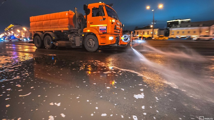 В Москве промоют дороги с шампунем после зимы