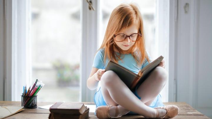 Эксперт посоветовала, как ребенку справиться с заданной на лето литературой