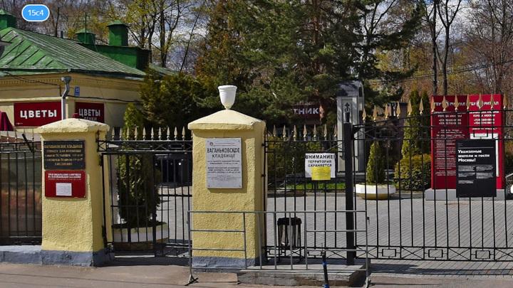 Вандалы осквернили кладбище в Москве