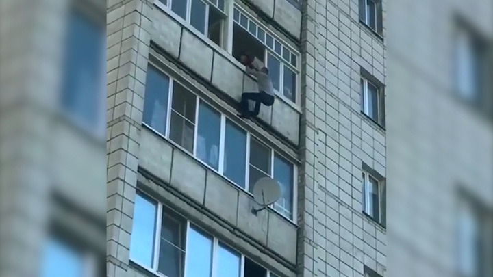 Костромской человек-паук: мужчина пролез два этажа по отвесной стене