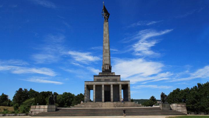В Братиславе почтили память красноармейцев-освободителей