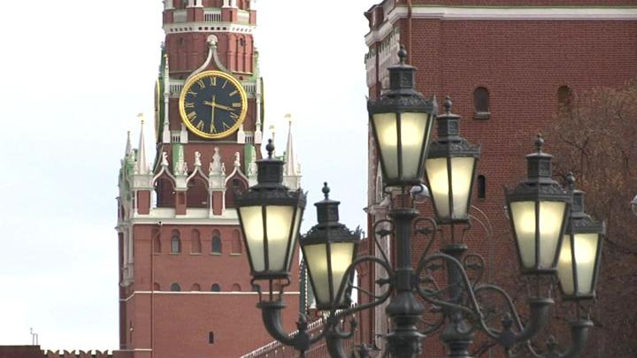 Туристам разрешили проходить на территорию Кремля с небольшими рюкзаками, едой и водой