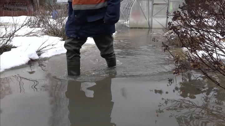 С каждым часом все выше: в подмосковные поселки пришла большая вода