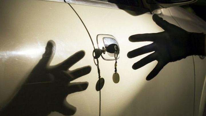 Юный автоугонщик: в Новосибирске подросток попытался угнать автомобиль