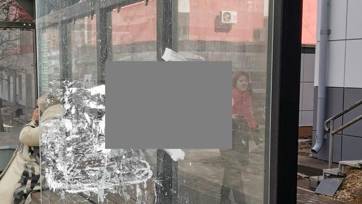 Мэрия Липецка разберется с фашистской символикой на остановке