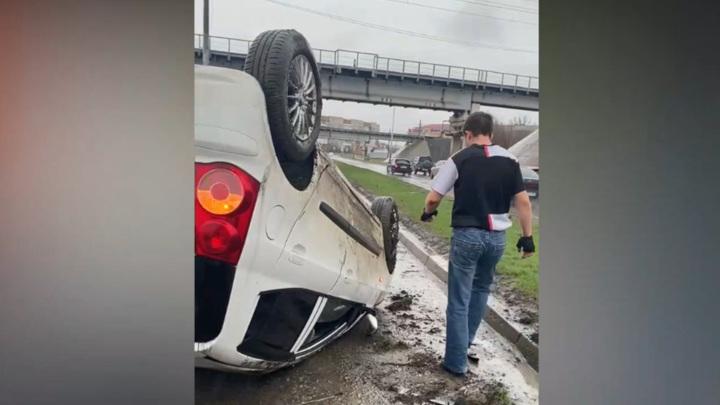 В Таганроге ищут водителя, устроившего странное ДТП