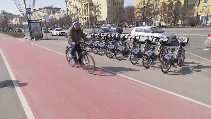 Больше станций и новые маршруты: в Москве открылся велопрокат