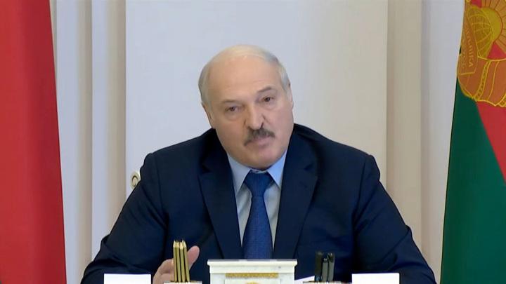 """Лукашенко пригрозил дать """"по морде"""" агрессивно настроенным"""