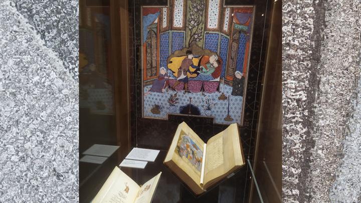 Хосров выезжает на охоту и направляется к замку Ширин. Манускрипт Хамсе, Иран, 1541 г. (Из собрания ГМВ)