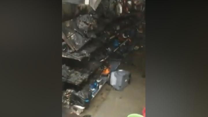 Начало пожара в иркутском магазине бытовой техники попало на видео