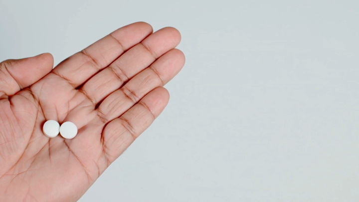 """Кадр из программы """"О самом главном"""". Аспирин: польза или вред? Мнение доктора Мясникова"""