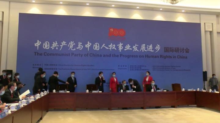 Китай отверг обвинения Запада, который сам ударил по уйгурам