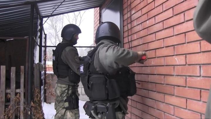 """""""Выбивали окна и ломали замки"""": появилось видео штурма жилого дома в Самарской области"""
