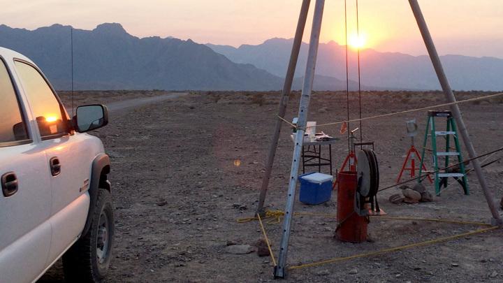 Так выглядело оборудование, которое учёные использовали, чтобы получить образцы бактерий из-под земли в Долине Смерти в Калифорнии.