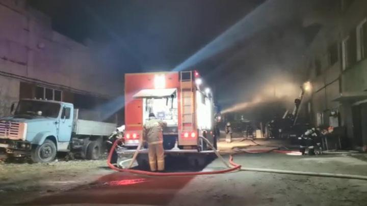 Пожарные ликвидировали возгорание на мебельном складе в подмосковной Электростали