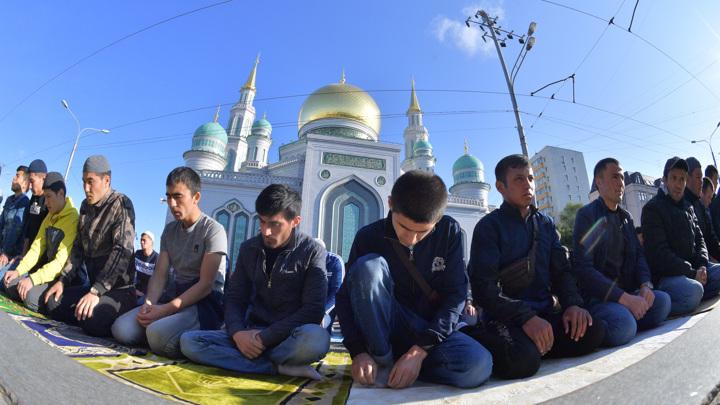 Совет муфтиев: в Москве не хватает мечетей