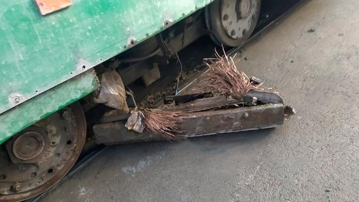 В Новосибирске у трамвая во время движения отвалились тормоза