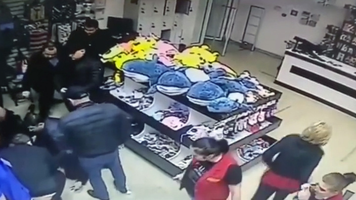 Осетинские девушки задержали захватчика 11 человек в ТЦ