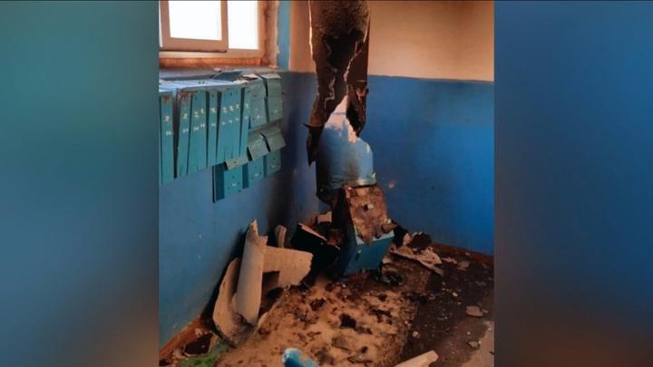 В многоэтажном доме Барнаула разорвало мусоропровод