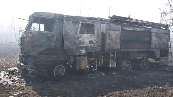 Пожарная машина сгорела во время тушения травы под Липецком